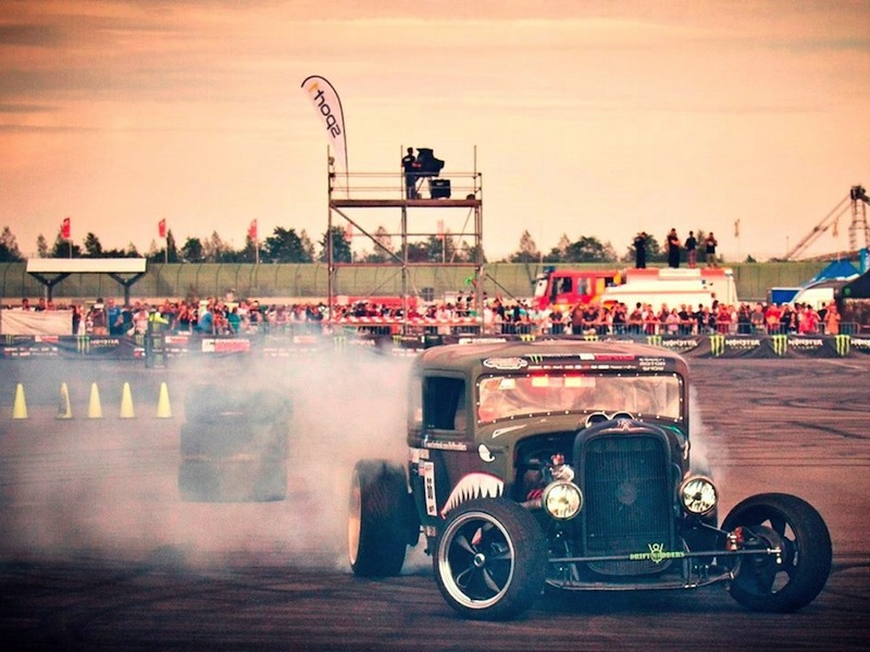 Patrick-Becker-showing-off-his-Flamethrower-Drifting-Rat-Rod-at-Eurospeedway-Lausitzring