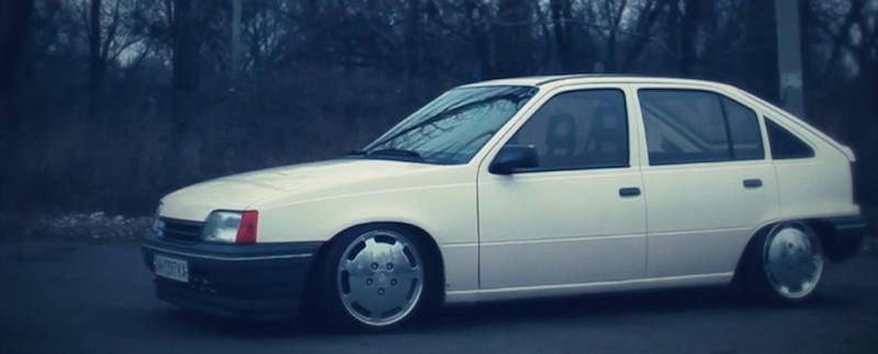 DLEDMV_Opel_Kadett_Stance_en_Porsche_001