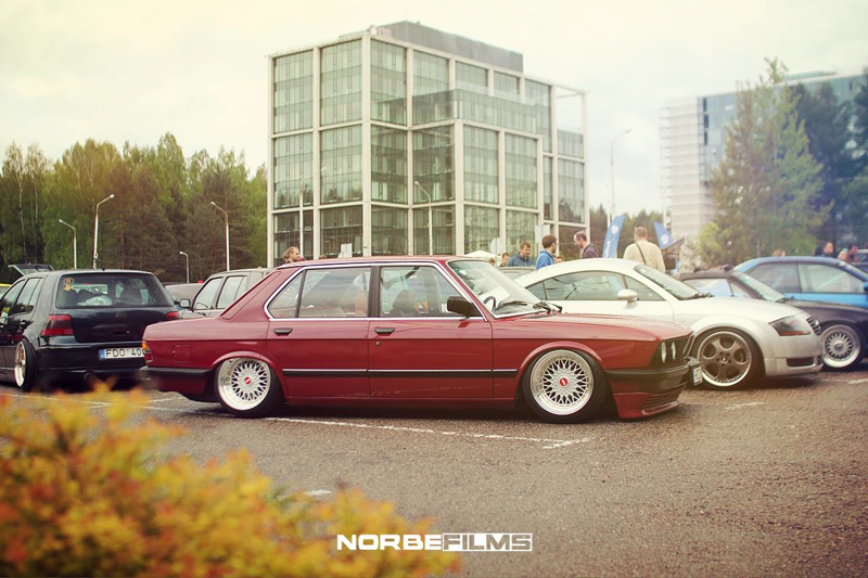 DLEDMV BMW red E28 airbagged shark 001