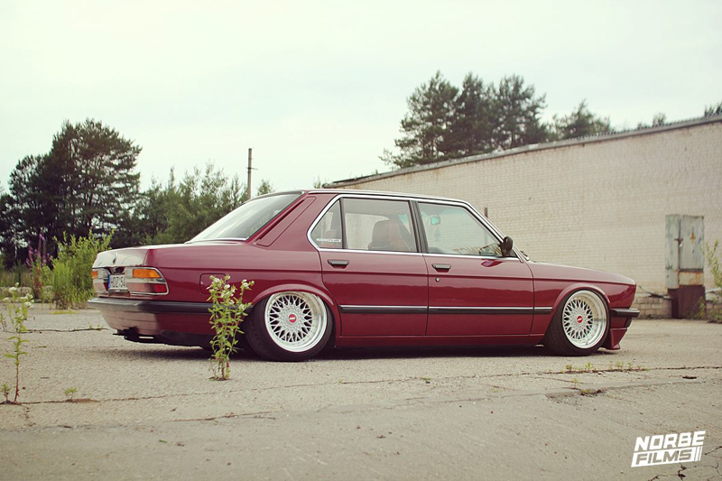DLEDMV BMW red E28 airbagged shark 002
