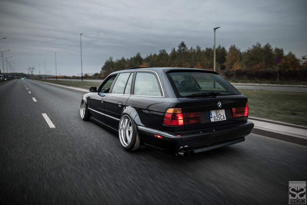 DLEDMV - BMW E34 Touring Slammed - 16