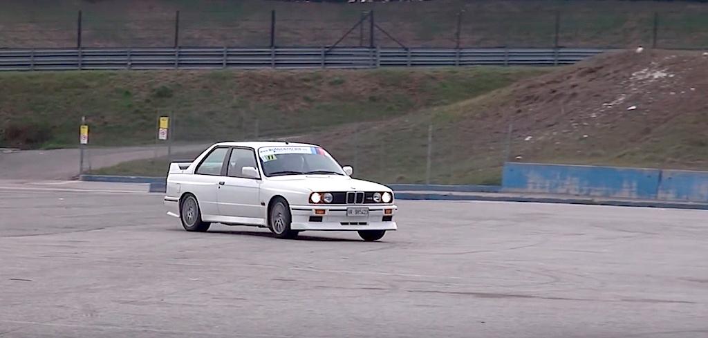 Embarquez en BMW M3 E30 sur son territoire... 15