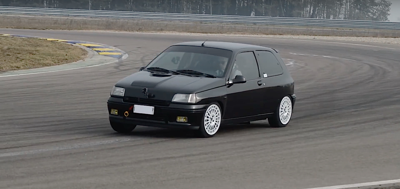 Allez, un p'tit tour en Renault dans une Clio 16s turbo de 370 ch... 15