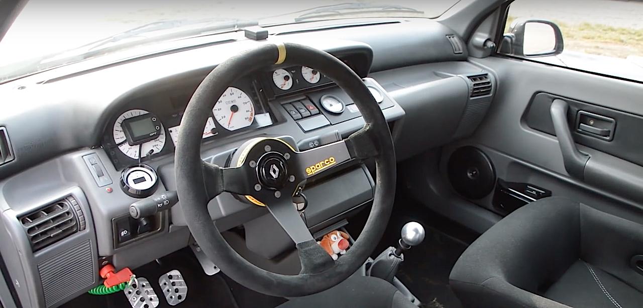 Allez, un p'tit tour en Renault dans une Clio 16s turbo de 370 ch... 14