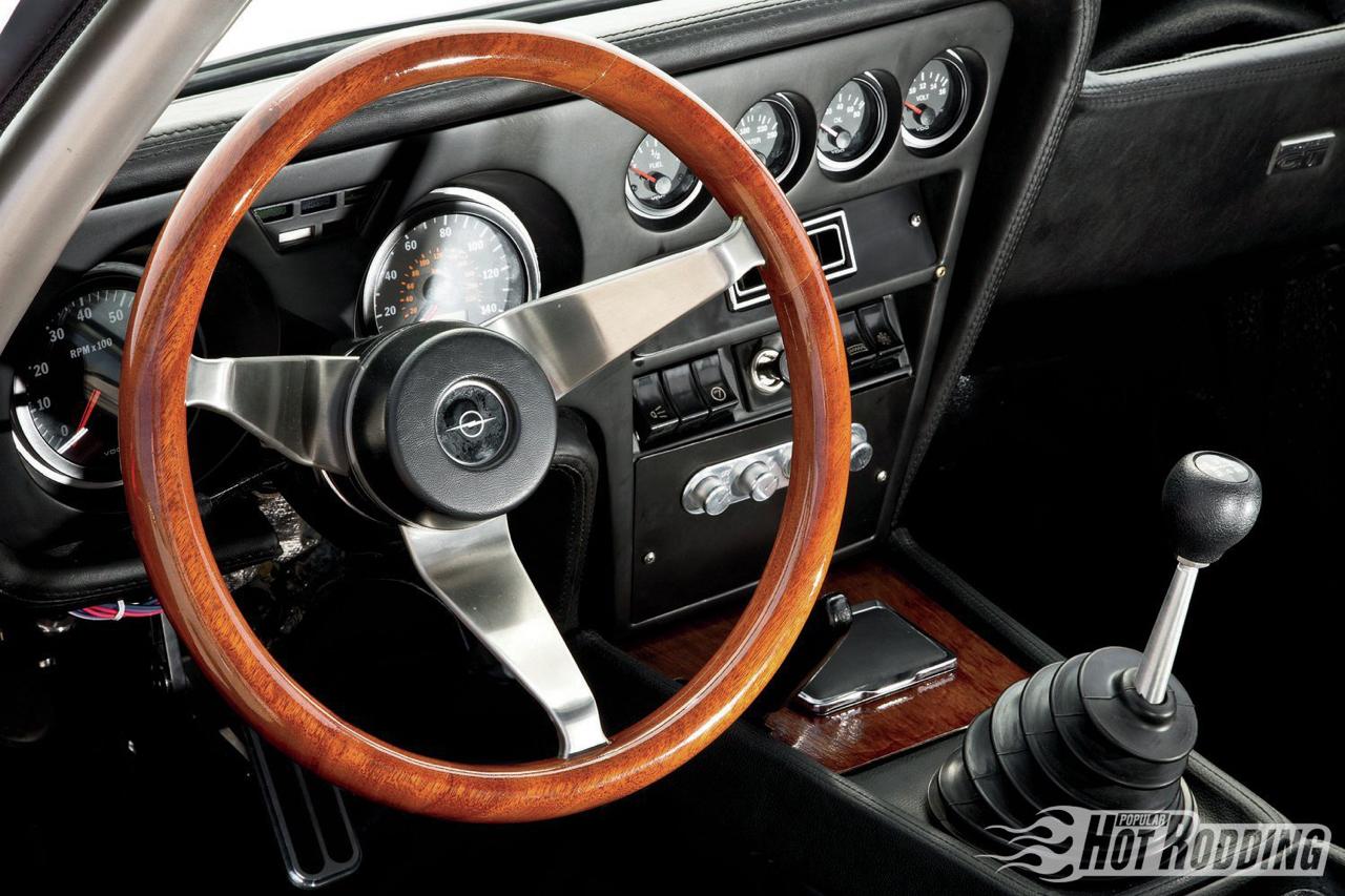 Opel GT... En V8, elle n'a jamais autant ressemblé à la Corvette ! 24