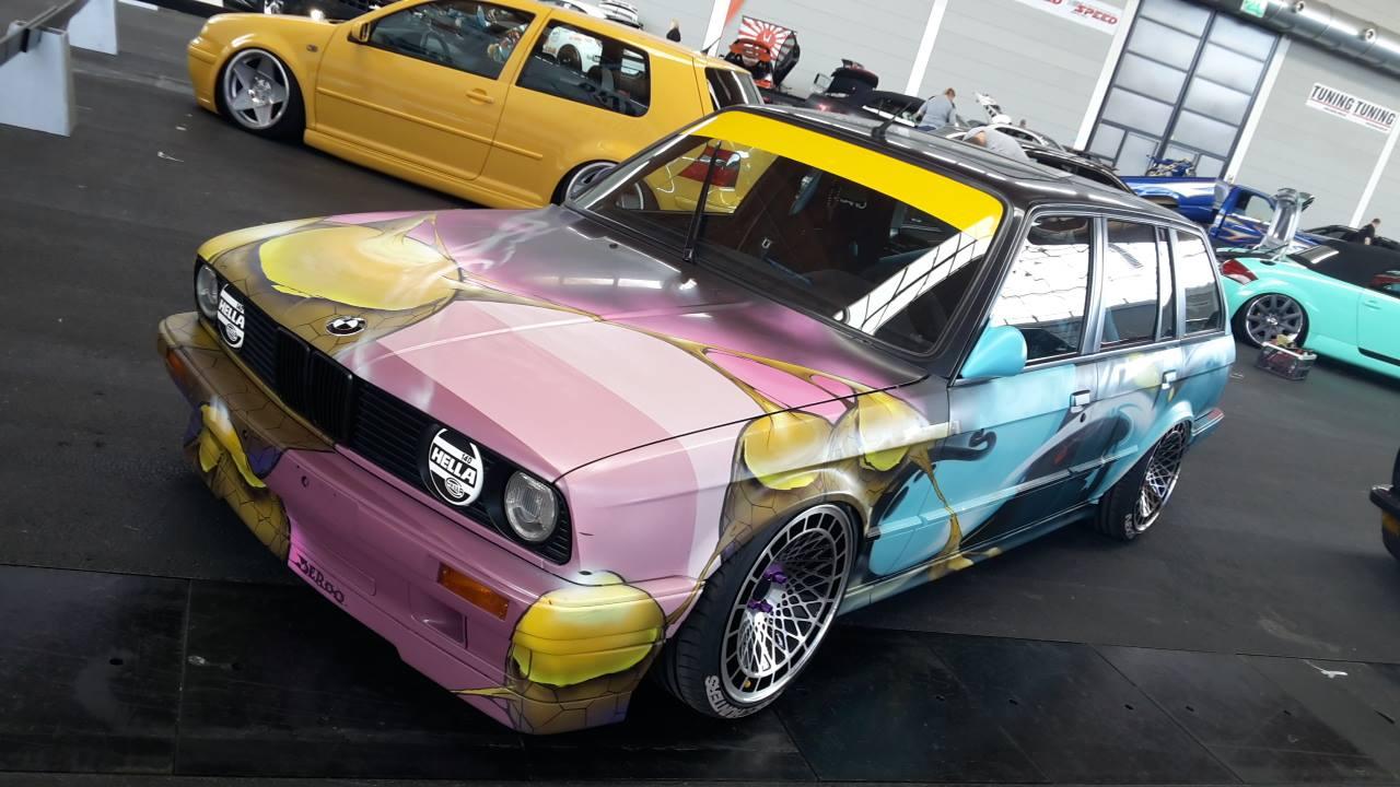 BMW E30 Touring - Stanced Art Car ! 12