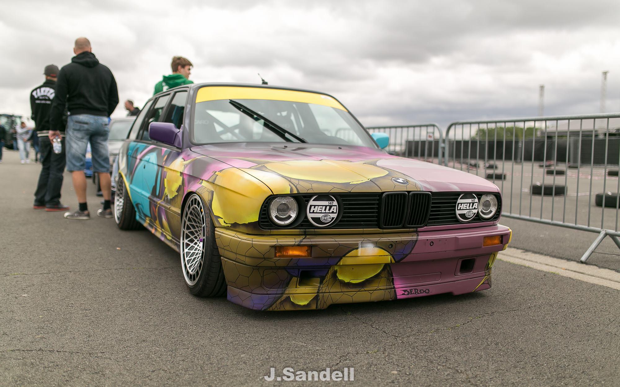 BMW E30 Touring - Stanced Art Car ! 11