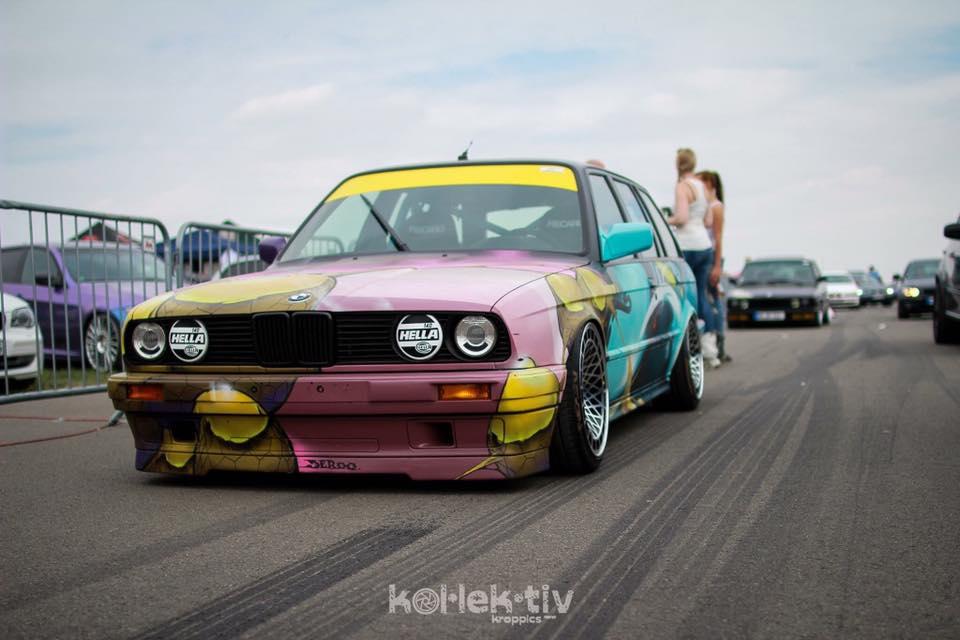 BMW E30 Touring - Stanced Art Car ! 9