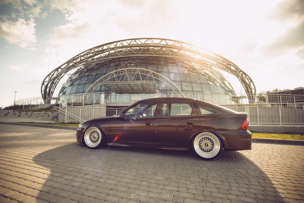 Slammed Opel Vectra... Pari osé ! 4