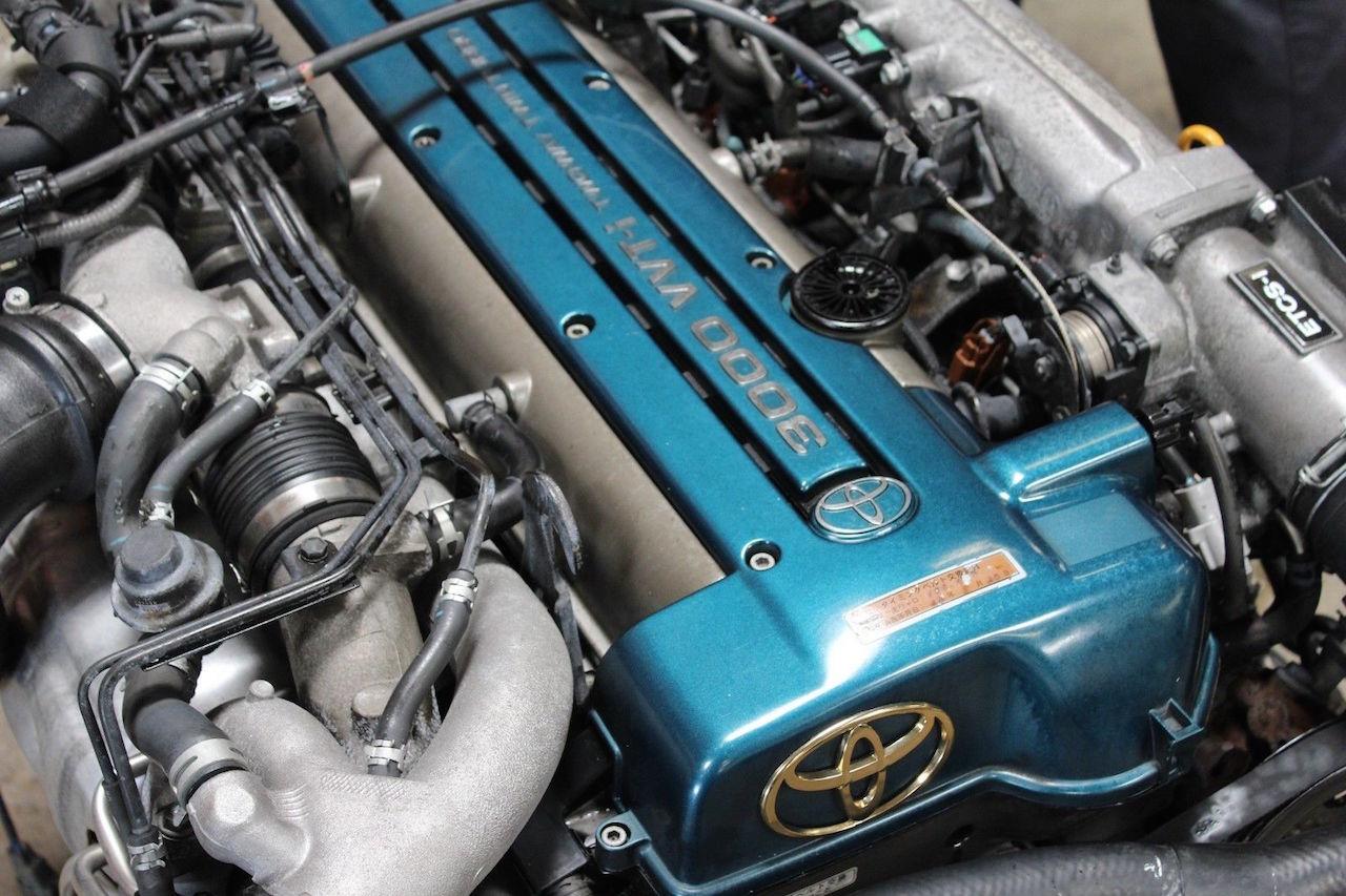 Parlons moteurs... Le légende passe aussi par eux. 144