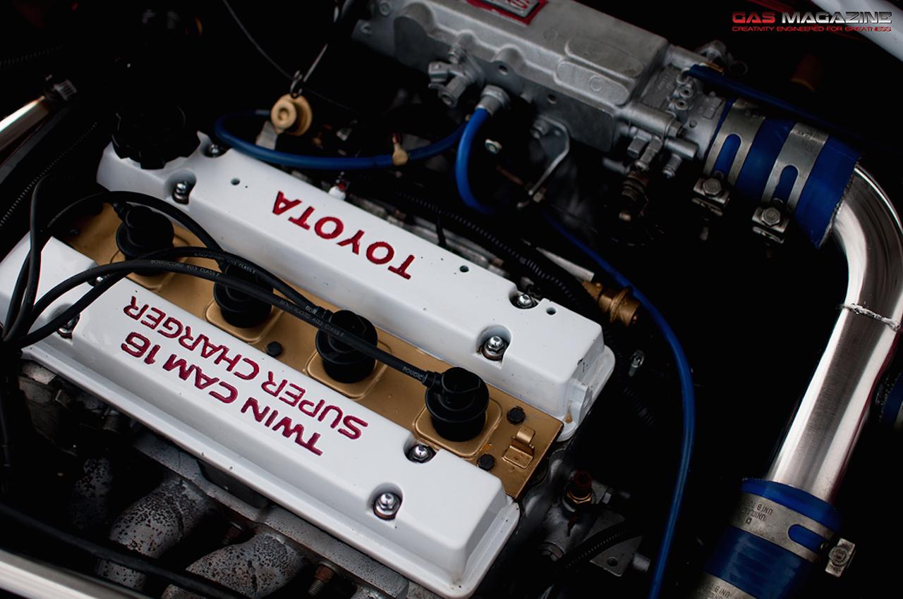 Parlons moteurs... Le légende passe aussi par eux. 165
