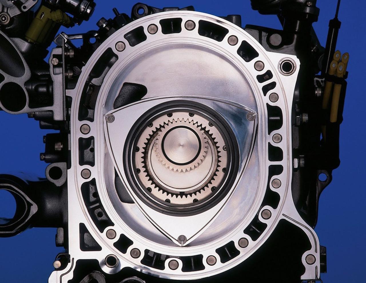 Parlons moteurs... Le légende passe aussi par eux. 155