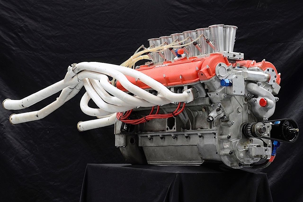 Parlons moteurs... Le légende passe aussi par eux. 126