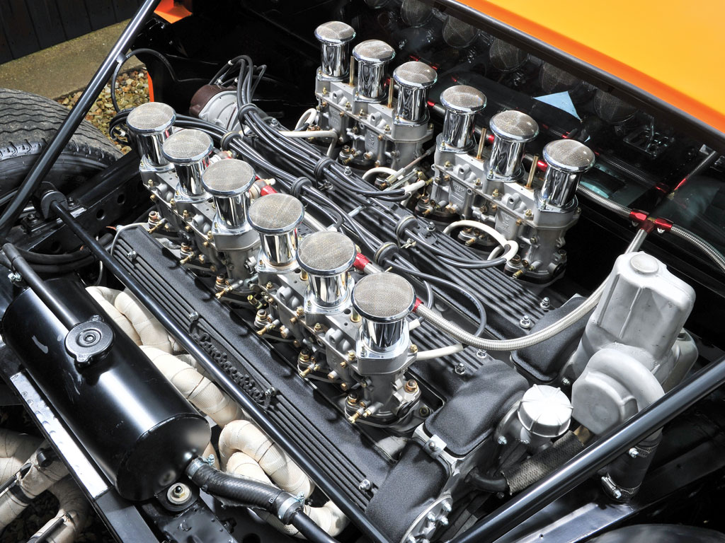 Parlons moteurs... Le légende passe aussi par eux. 199