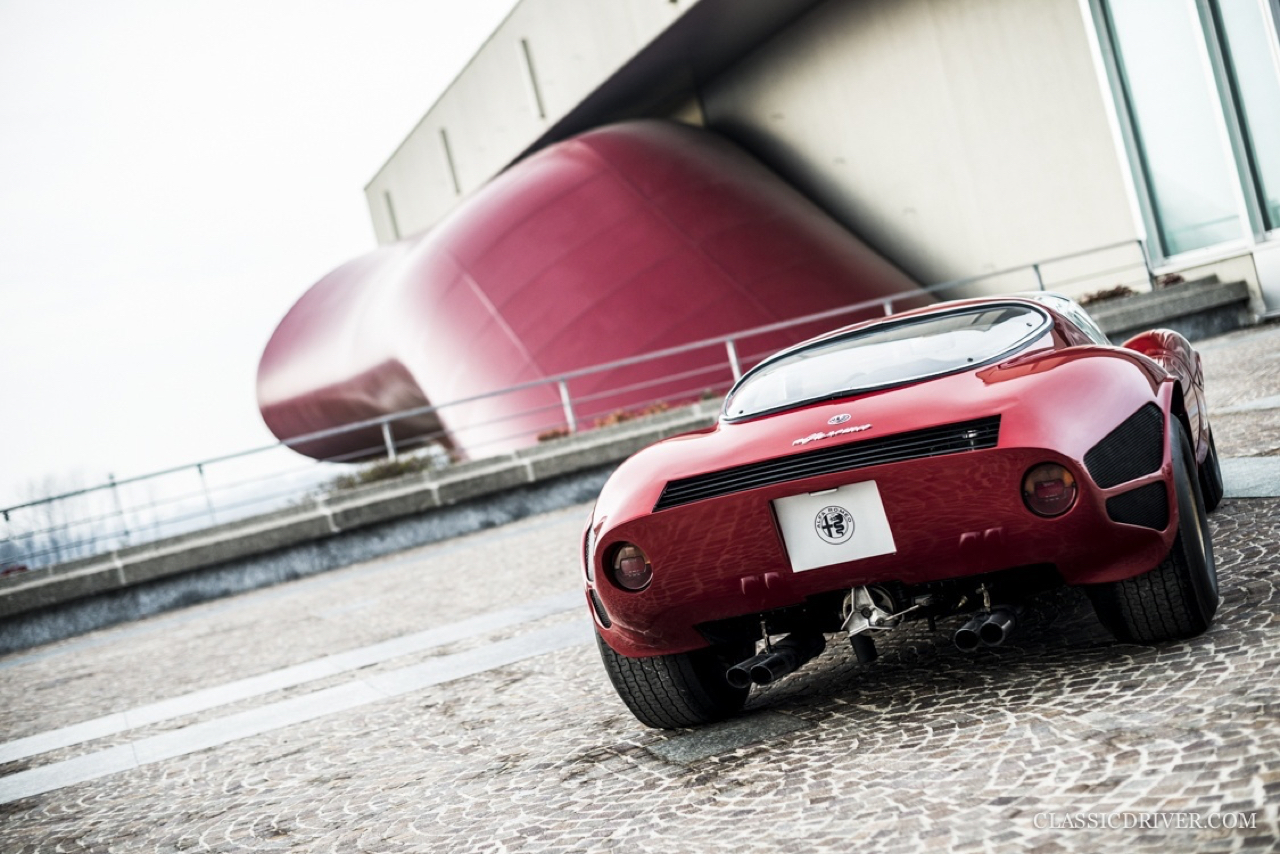 Alfa Romeo T33 Stradale... Oeuvre d'art sur roues ! 48