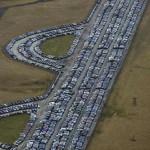Les cimetières de voitures … neuves ! Hallucinant O_o 9