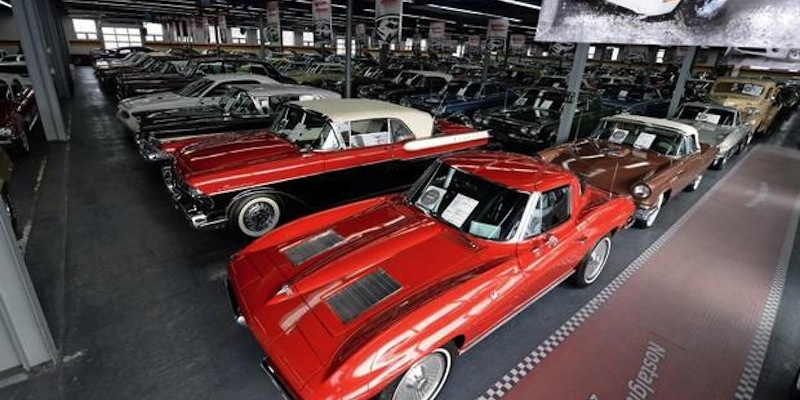 Ench res une collection de 450 voitures vendre sans r serve dledmv - Garage de voiture de collection ...