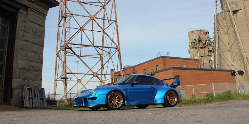 Porsche 993 Turbo RWB en ADV1 : Blue Nightmare !