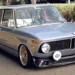 """""""BMW Neue Klasse"""" – 2002 Slammed en Enkei … Vous allez avoir envie de rouler en classique !"""