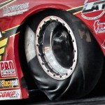 La dure vie d'un pneu de dragster ! En slow motion ...