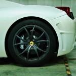 Ferrari 458 Spider en titane... Dans un parking souterrain ! 5