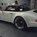 Akira Nakai présente la 964 Targa made in RWB