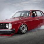 Volvo 240 – Swappée 2JZ et chaussée en Corvette C4… Sa race !