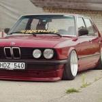 Daily Driven Bagged Shark – BMW E28