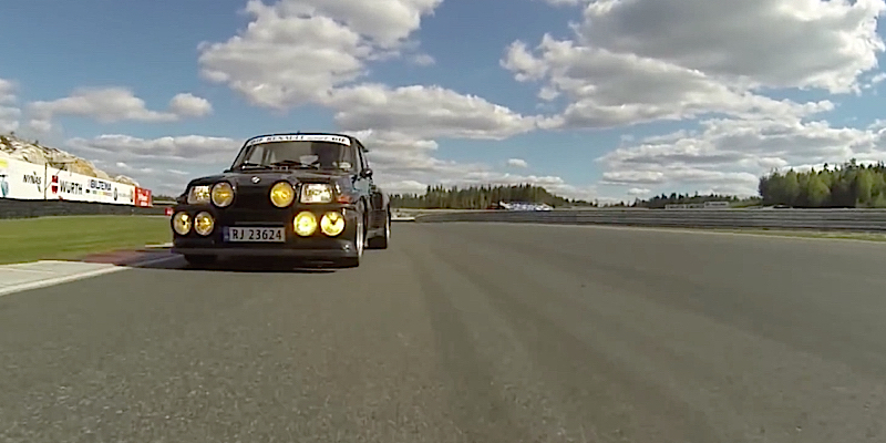 Renault 5 Maxi Turbo 2 vue d'une 997 Turbo S – Ambiance !