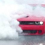 Dodge Challenger Hellcat... Burning tyres !