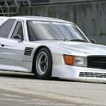 Une Mercedes 500 SLC un peu spéciale...