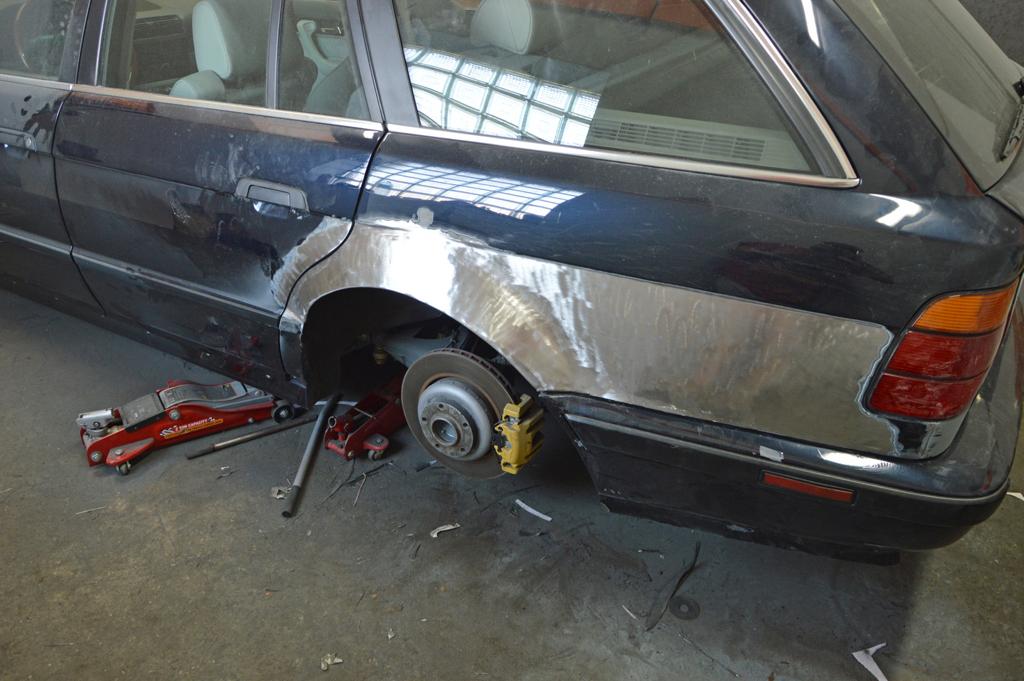 DLEDMV - BMW E34 Touring Slammed - 13
