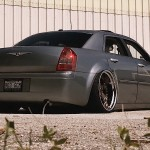 Slammed Chrysler 300C - De l'air sur du 22' !