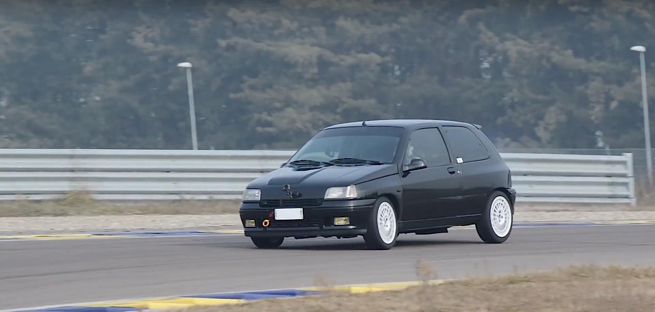 Allez, un p'tit tour en Renault dans une Clio 16s turbo de 370 ch... 1