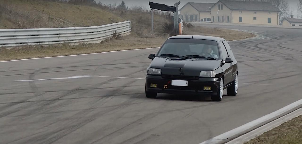 Allez, un p'tit tour en Renault dans une Clio 16s turbo de 370 ch... 3