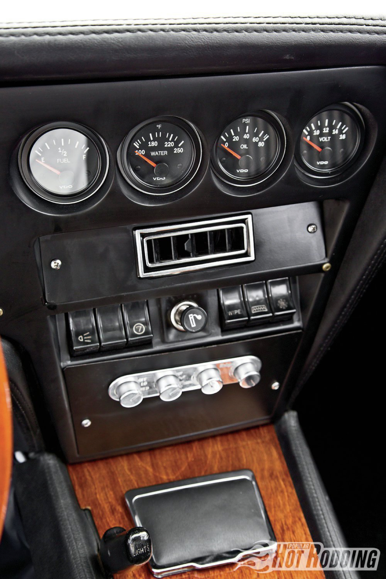 Opel GT... En V8, elle n'a jamais autant ressemblé à la la Corvette ! 6