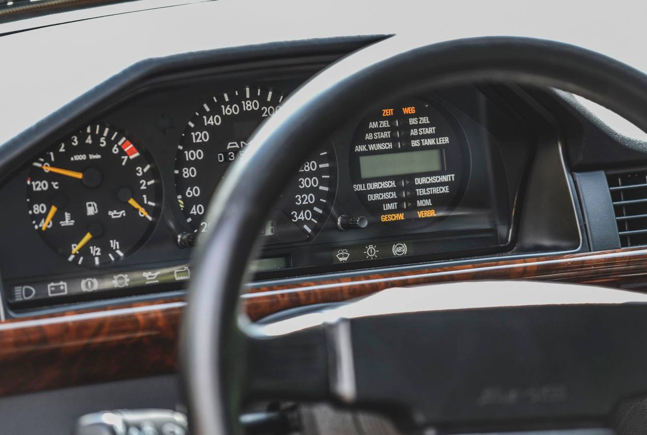 Mercedes 300 CE AMG 6.0 - Here come the Hammer ! 2