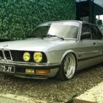 Bagged BMW E28 520i... Low & Flow !