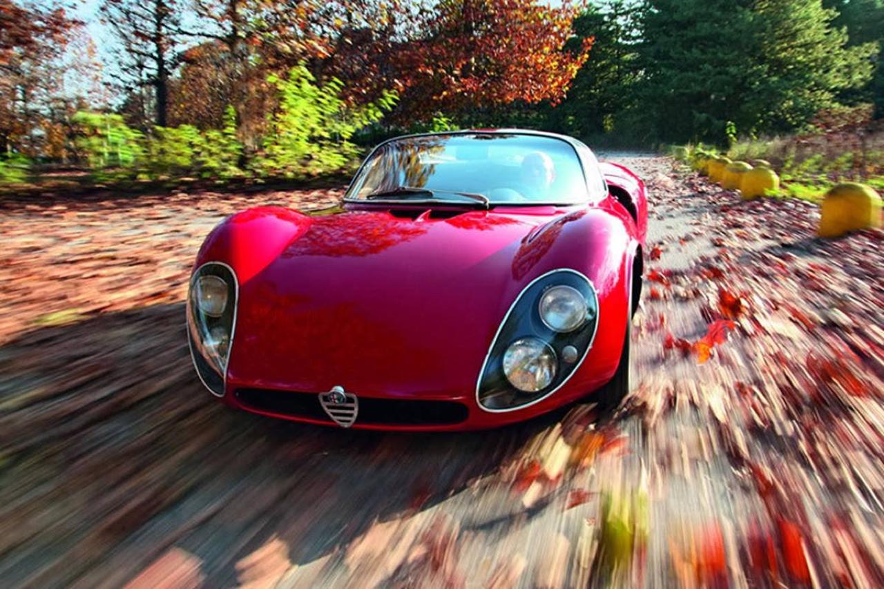 Alfa Romeo T33 Stradale... Oeuvre d'art sur roues ! 17