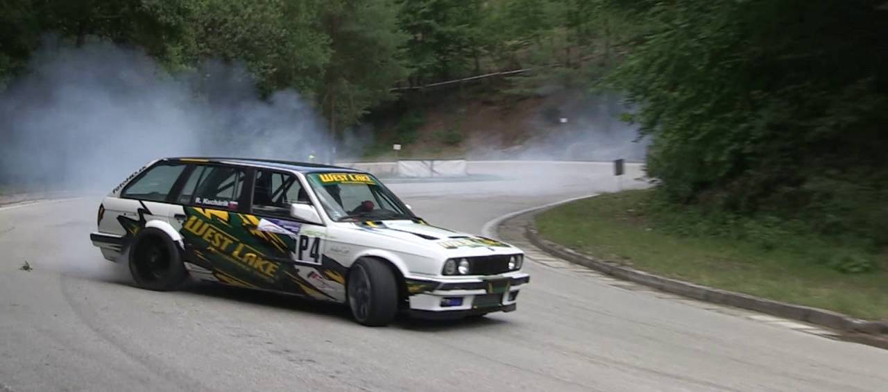 Hillclimb Monster : BMW E30 Touring 3.5l turbo... Par la portière ! 3