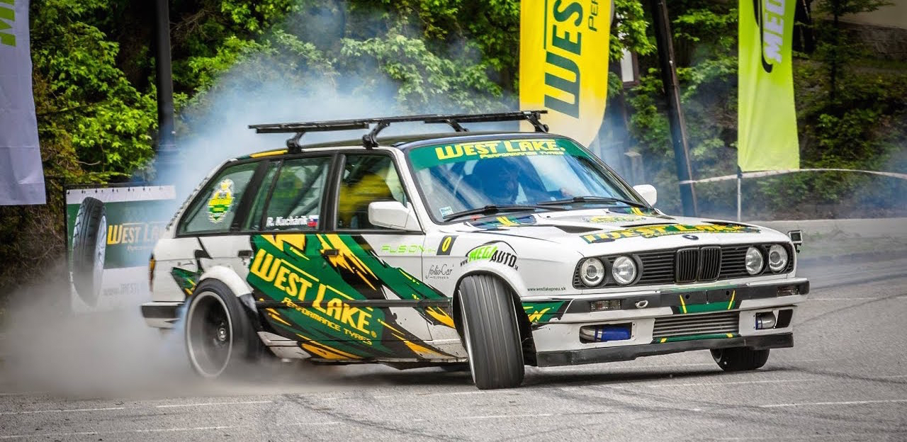 Hillclimb Monster : BMW E30 Touring 3.5l turbo... Par la portière ! 4