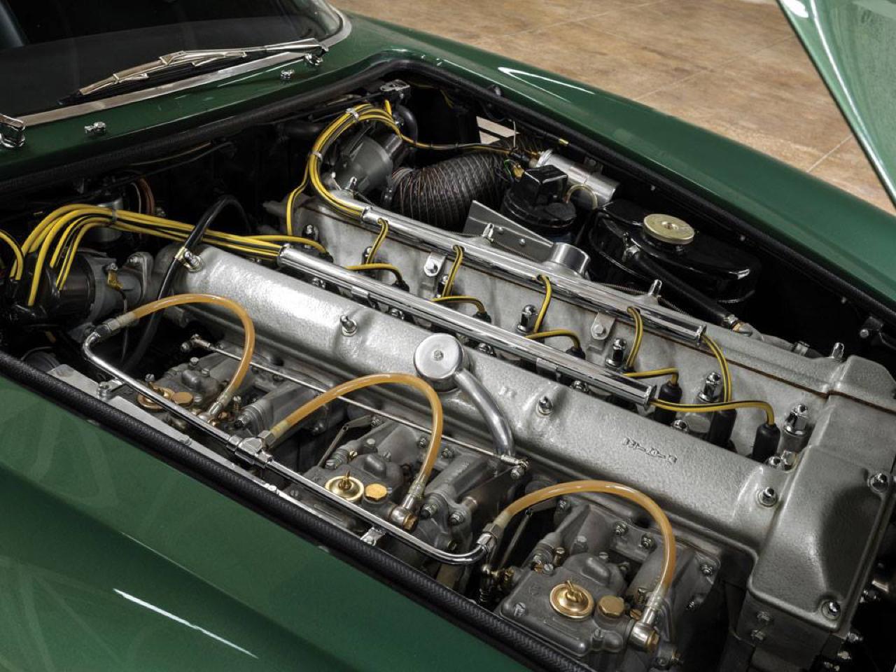 Aston Martin DB4 GT Zagato - Mangeuse de Ferrari ! 6