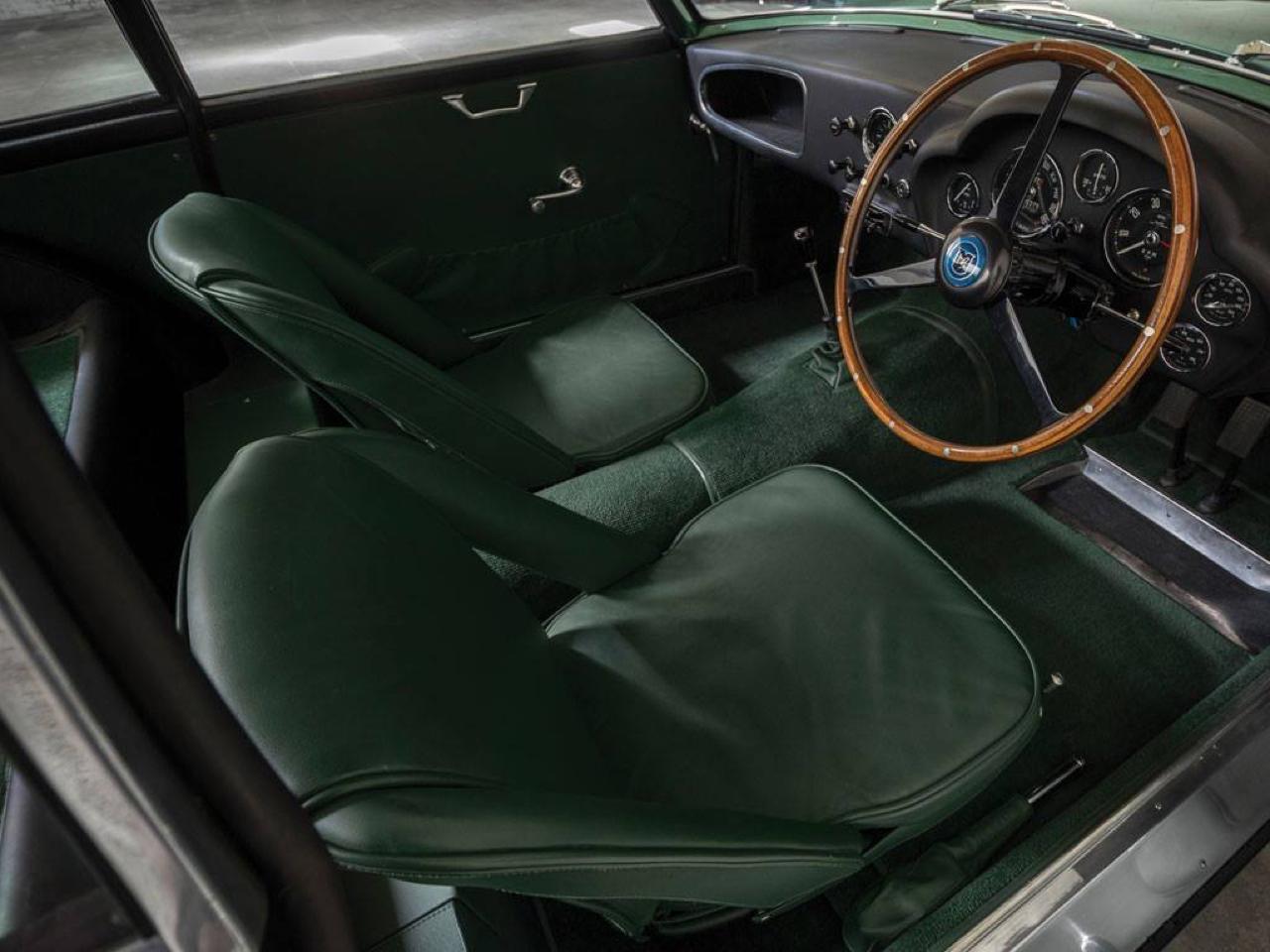 Aston Martin DB4 GT Zagato - Mangeuse de Ferrari ! 5