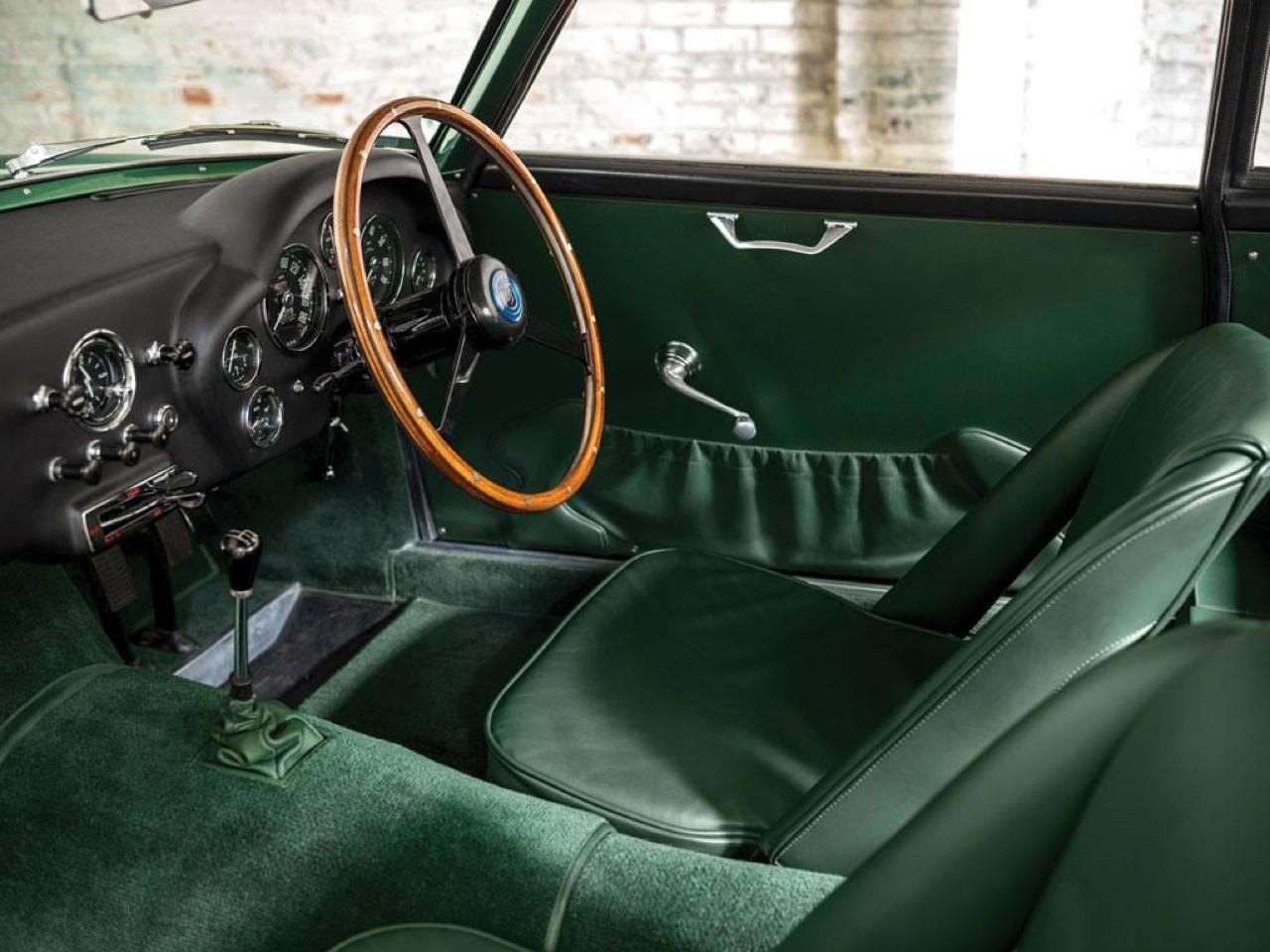 Aston Martin DB4 GT Zagato - Mangeuse de Ferrari ! 3