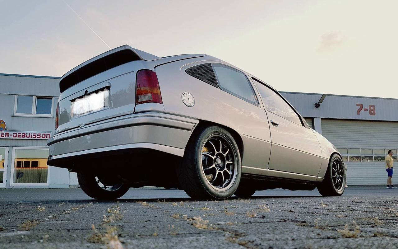 Plus de 1000 ch dans une Opel Kadett ! Tout va bien... 2