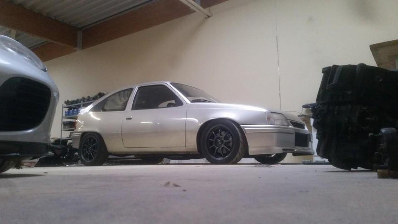 Plus de 1000 ch dans une Opel Kadett ! Tout va bien... 4