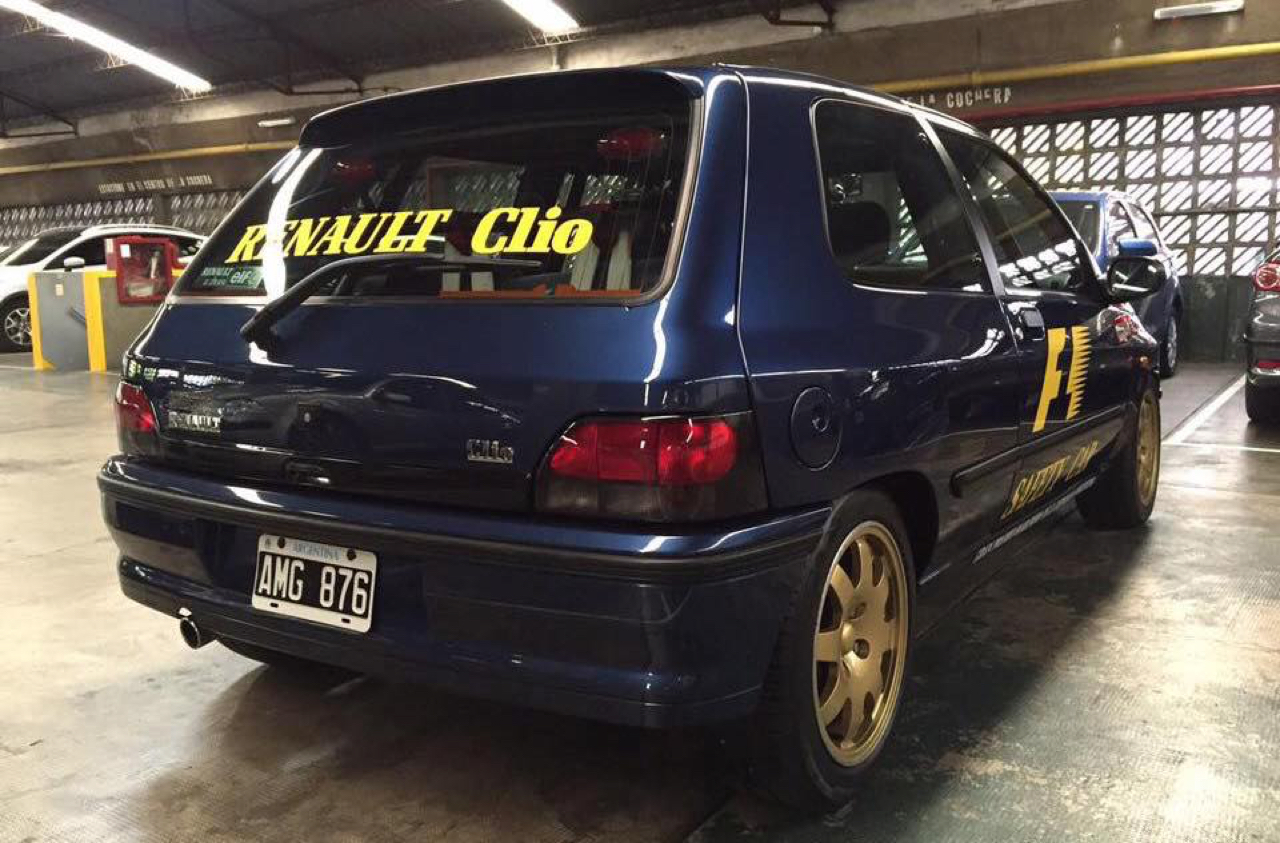 Renault Clio Williams : Devant les F1 5