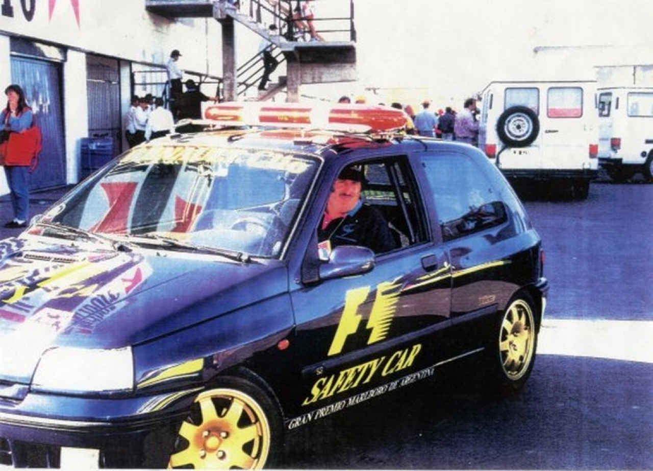 Renault Clio Williams : Devant les F1 4