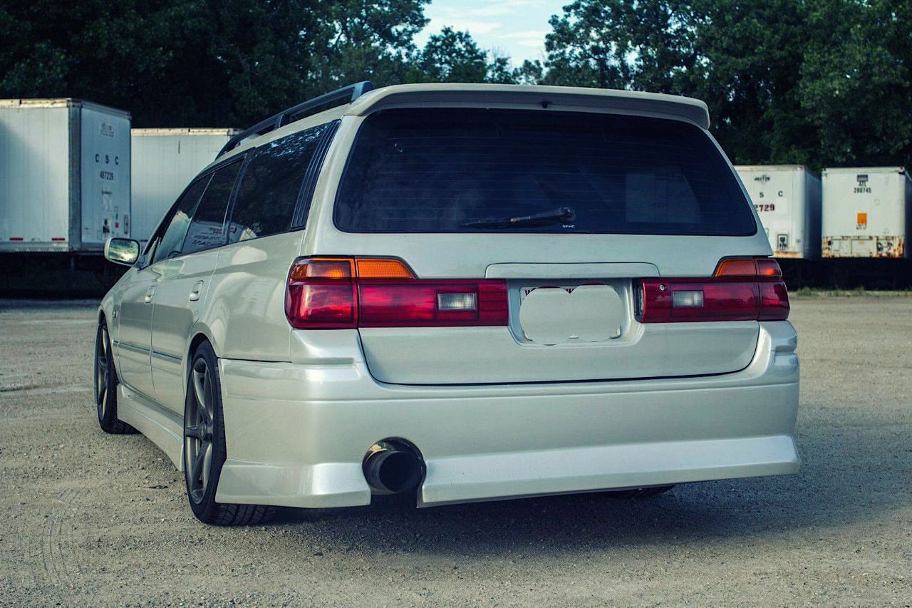 Nissan Stagea... R34 ! A moins que ce soit le contraire ?! 35