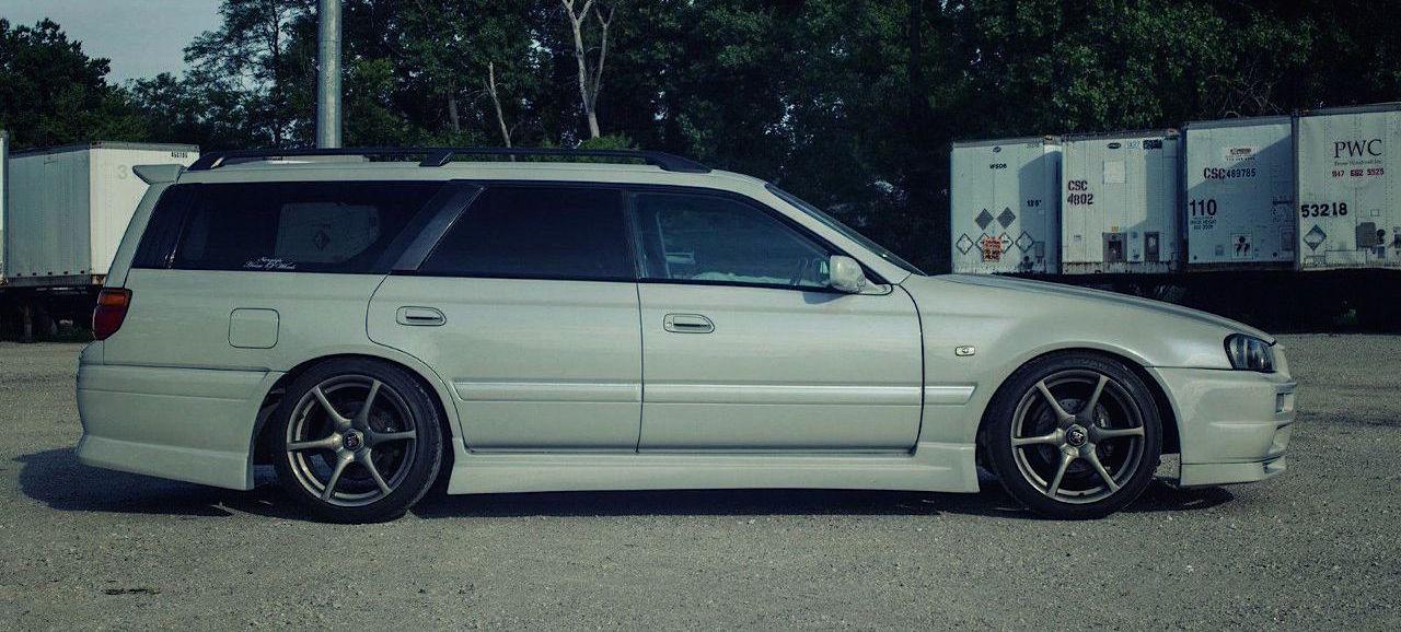 Nissan Stagea... R34 ! A moins que ce soit le contraire ?! 33